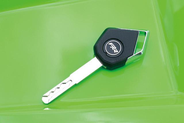 画像: 10RRのキーヘッドには「RR」のロゴをあしらった専用エンブレムがあしらわれ、特別なモデルであることをアピール。