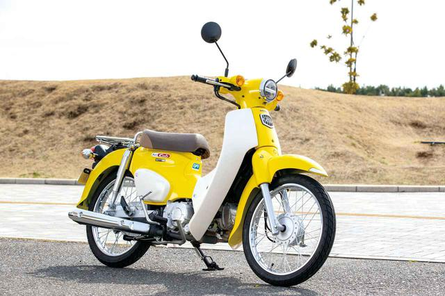 画像: Honda SUPER CUB 110 スーパーカブファミリーのベーシックグレードが、この110。50cc版もあり、こちらはクロスカブ50と違って前後17インチホイール。ファミリー唯一のアンダー30万円、アンダー100kg。 税込価格:28万500円 www.autoby.jp