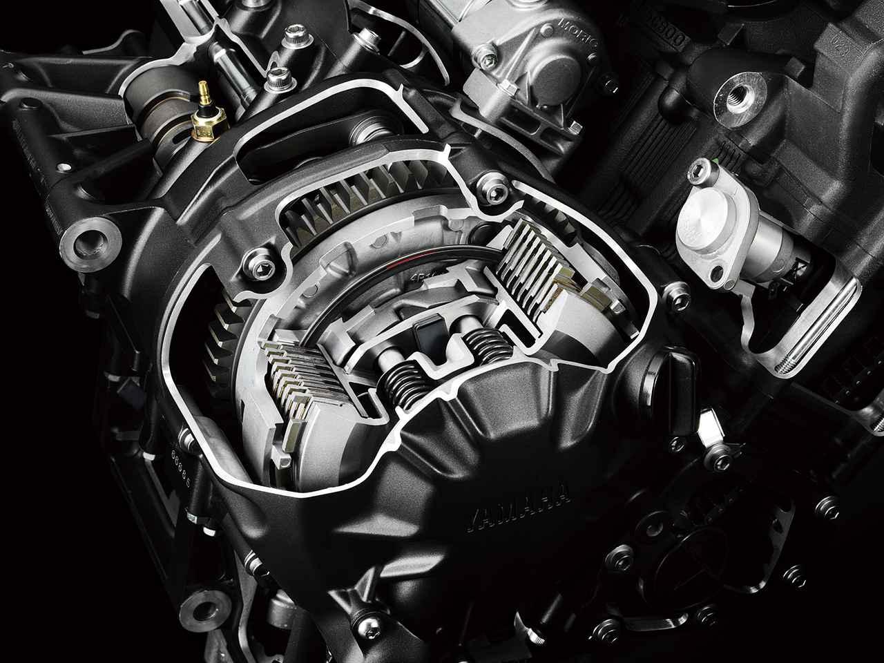 画像: バックトルクリミッター機構を備えたスリッパークラッチを採用。後輪からのバックトルクをカムで受け、一定以上のトルクが伝わるとクラッチスプリングの荷重を小さくして急激なエンジンブレーキを緩和する。