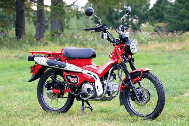 画像: Honda CT125 HUNTER CUB 81年に国内発売されたカブのトレッキング版「ハンターカブ」が125㏄となってリニューアル、2020年6月に国内販売を開始。高い最低地上高、アップマフラーなど、オフロードも走りなくなるカブです。 税込価格:44万円 www.autoby.jp