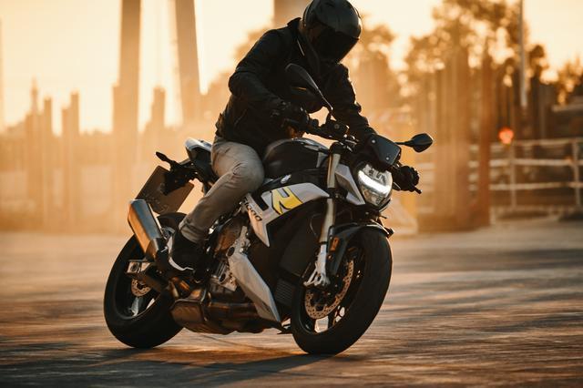 画像1: BMW新型「S 1000 R」の特徴