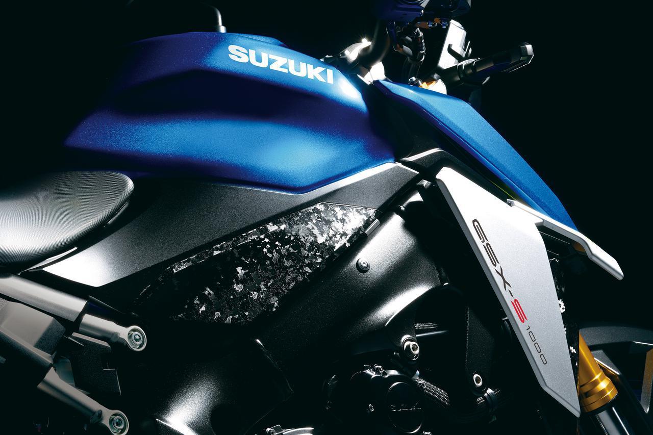 画像: フレームをカバーするデカールやメーターカバーには、プレミアム素材である鍛造カーボン風のデザインを採用。