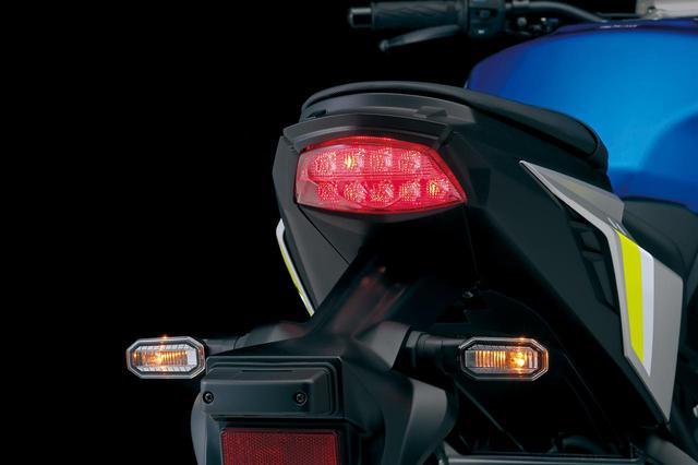 画像: LEDテールランプは前モデルから継承。前後のウインカーは細身ボディのLEDに変更されている。