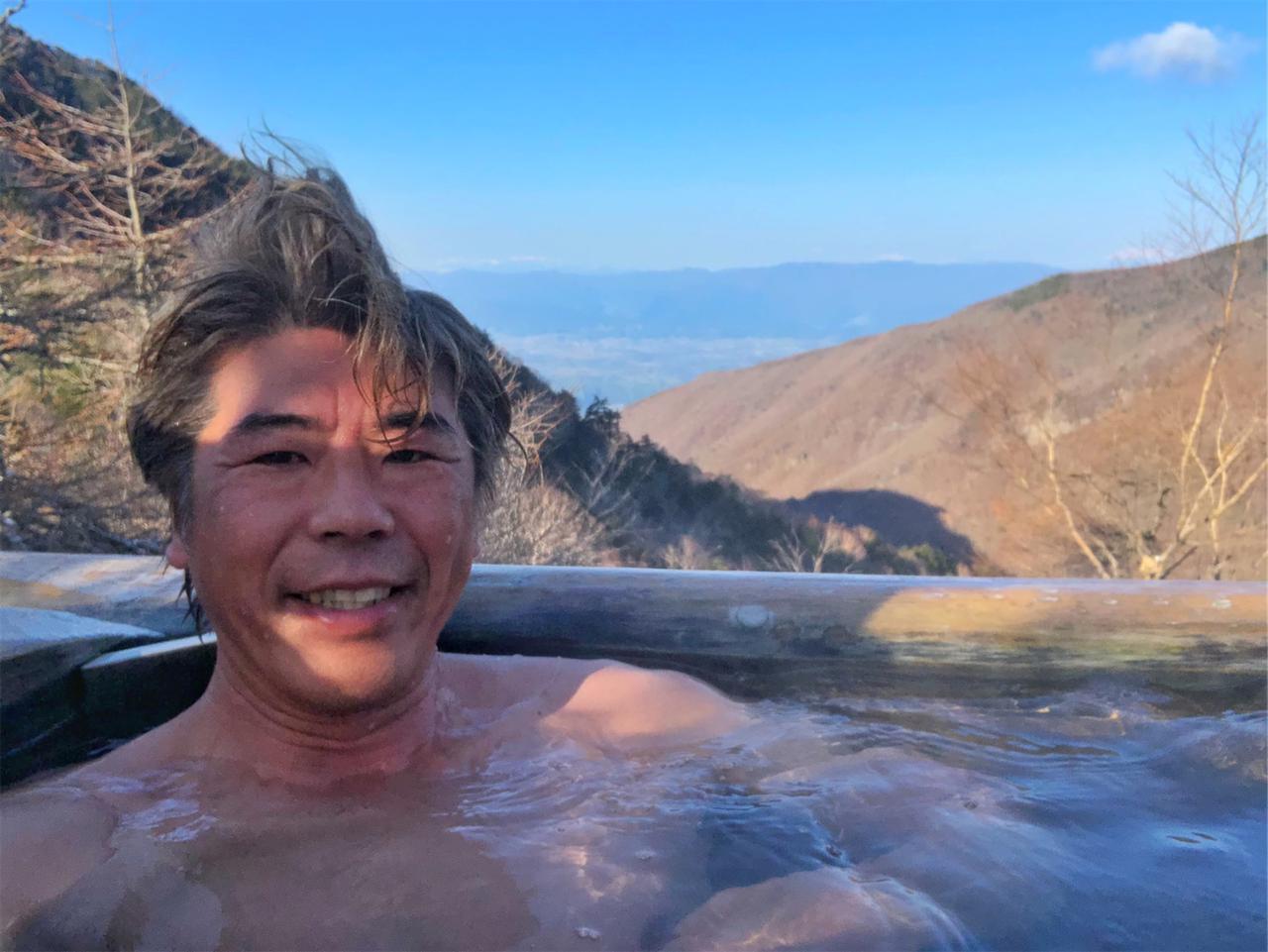 画像3: 標高2000mの林道で春の雪? 雲上の野天風呂を目指してダートを駆けあがる!【三橋淳のアフリカツイン・トリップ】