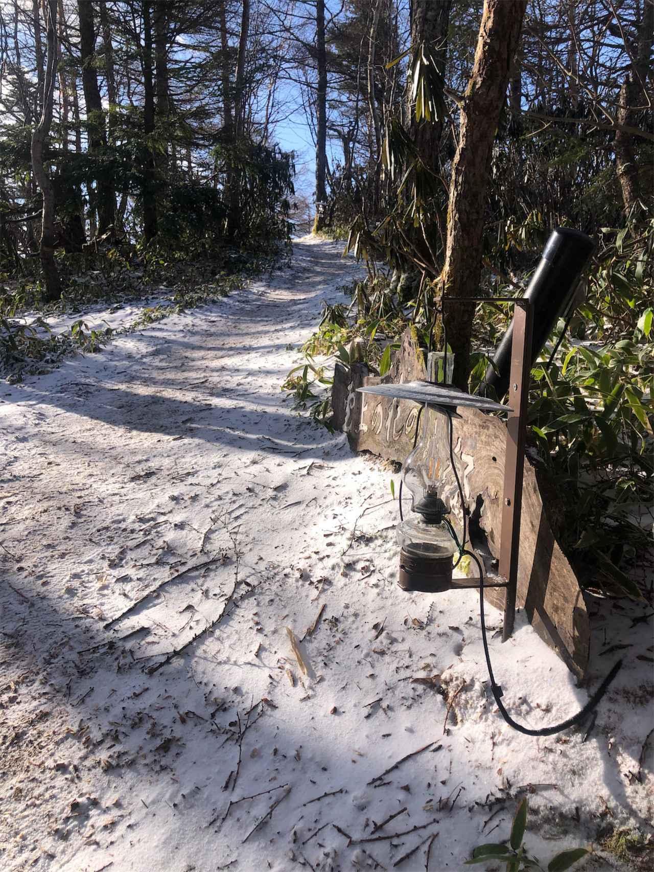 画像1: 標高2000mの林道で春の雪? 雲上の野天風呂を目指してダートを駆けあがる!【三橋淳のアフリカツイン・トリップ】