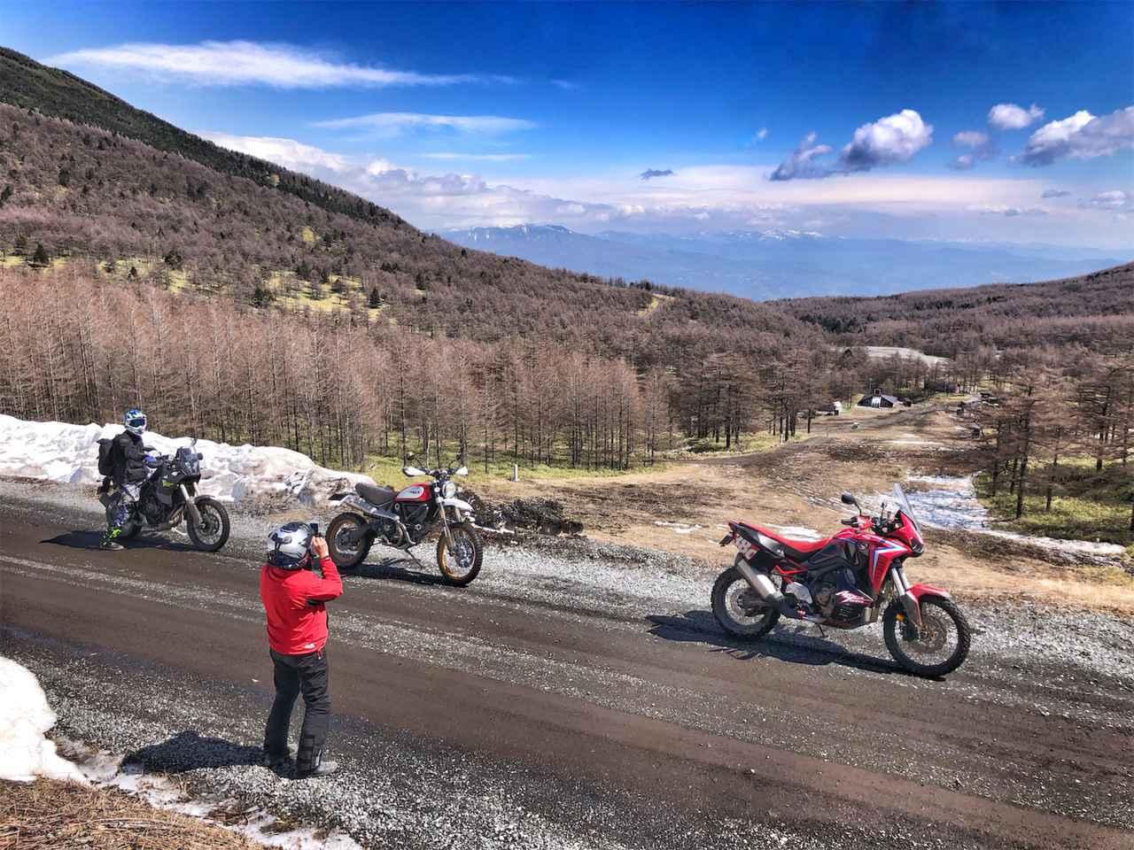 画像4: 外は雪景色、ビッグバイク3台は山を下りられるのか?