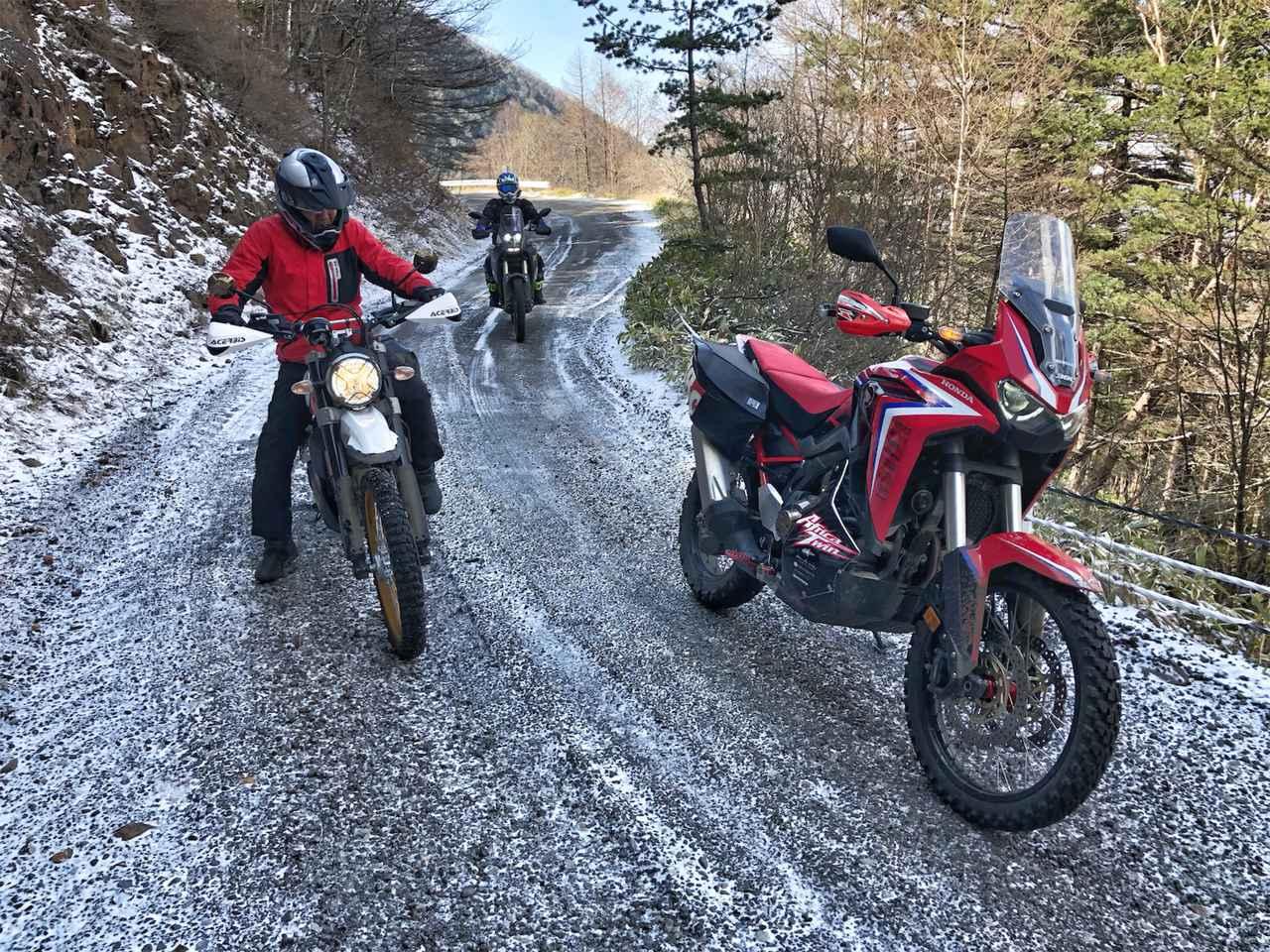 画像1: 外は雪景色、ビッグバイク3台は山を下りられるのか?