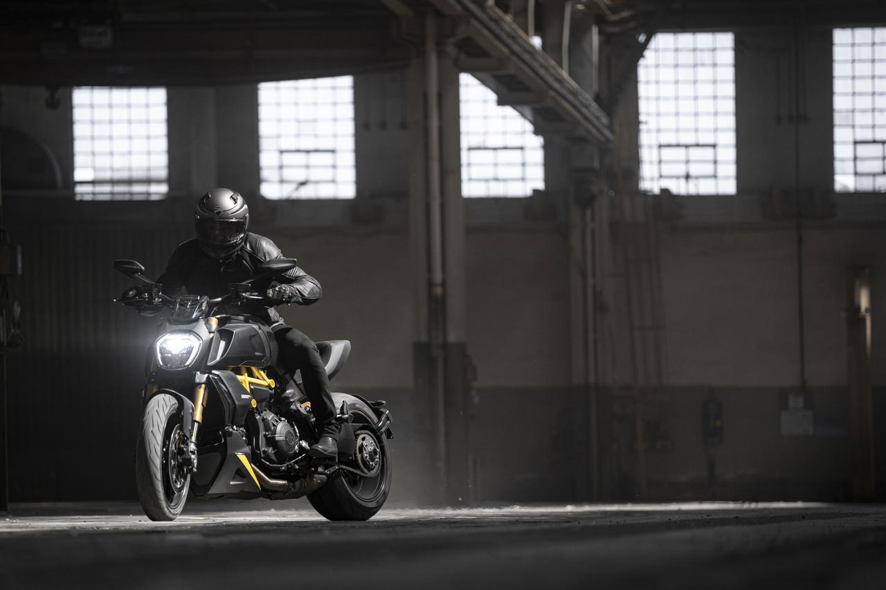Images : 18番目の画像 - 【写真18枚】ドゥカティ「ディアベル1260S ブラック&スチール」 - webオートバイ