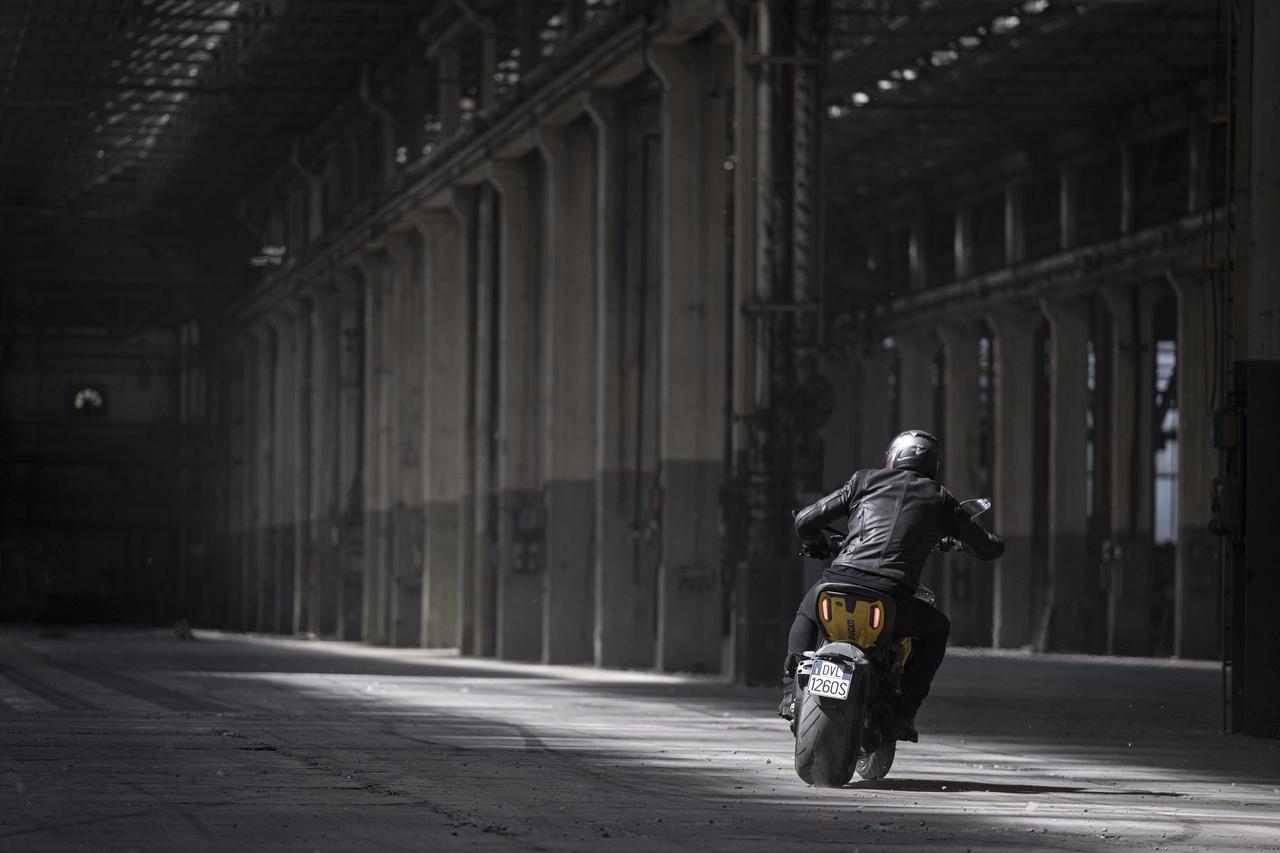 Images : 17番目の画像 - 【写真18枚】ドゥカティ「ディアベル1260S ブラック&スチール」 - webオートバイ