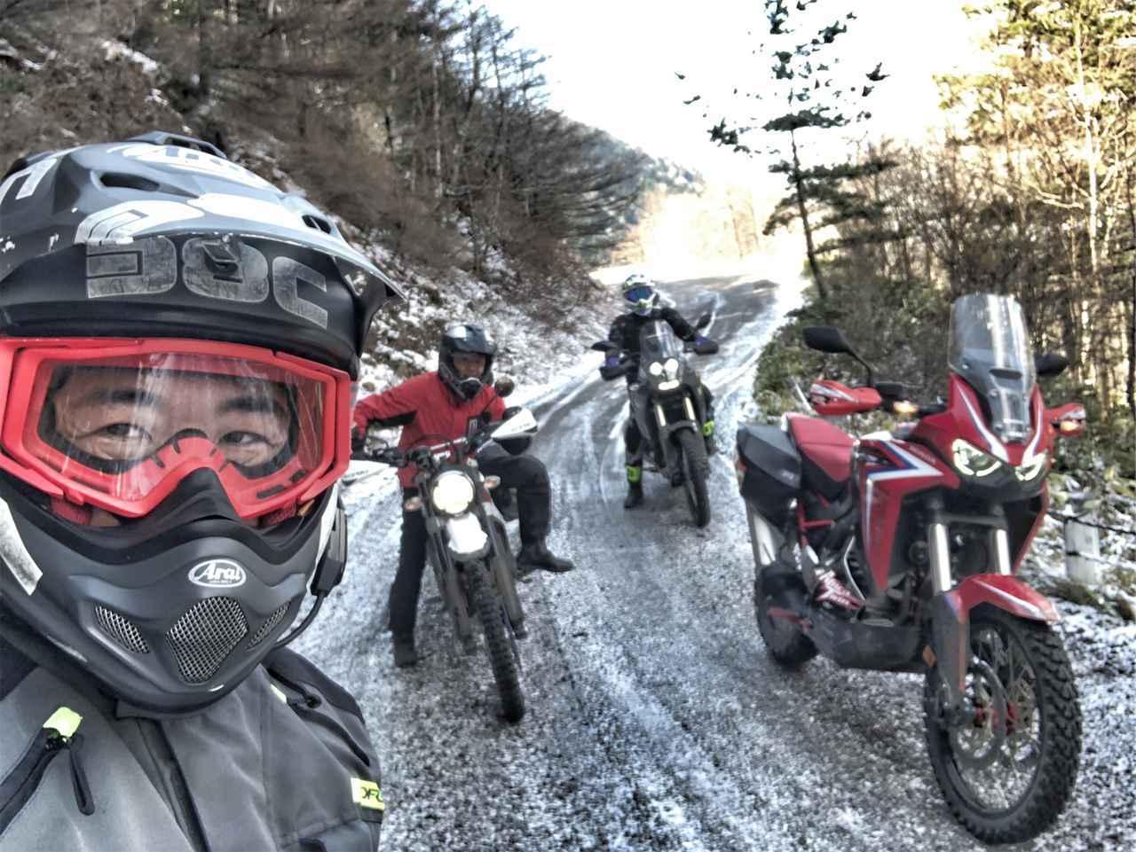 画像: 標高2000mの林道で春の雪? 雲上の野天風呂を目指してダートを駆けあがる!【三橋淳のアフリカツイン・トリップ】 - webオートバイ
