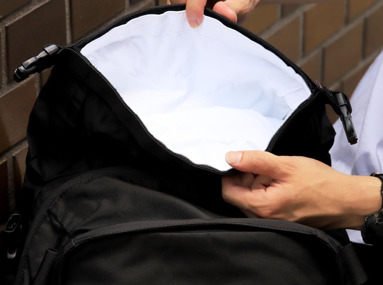 画像: ▲「MAX 28 バックパック」の防水スペースは1気室。ノートパソコンなども入れられます。
