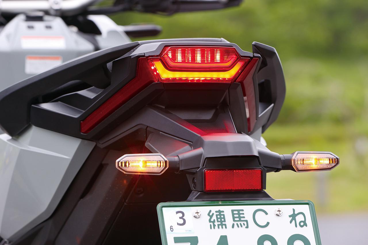 画像: フルLEDのテールランプは特徴的な2本ラインが点灯する、後方からの視認性も高いデザイン。