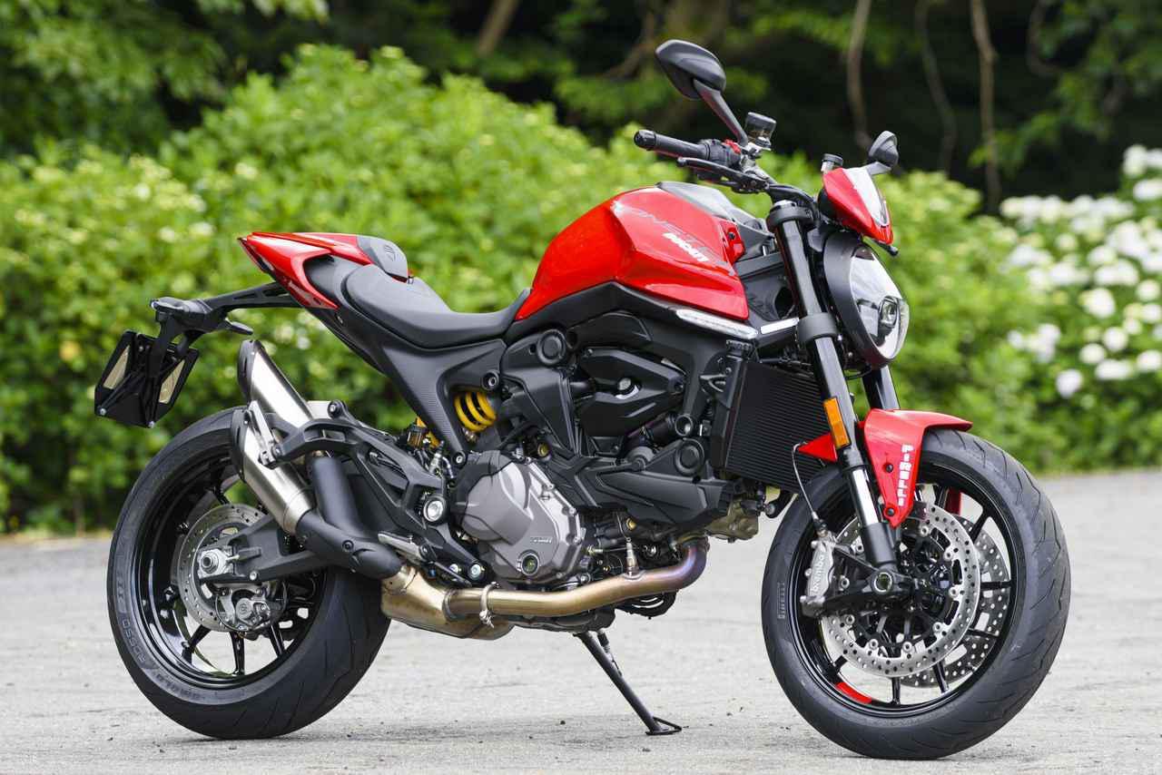 画像: DUCATI Monster (2021年モデル/写真はモンスター・プラス) 総排気量:937cc エンジン形式:水冷4ストDOHC4バルブL型2気筒 車両重量:188kg シート高:775mm 発売日:2021年6月26日(土) 税込価格:144万5000円(モンスター・プラスは149万5000円)