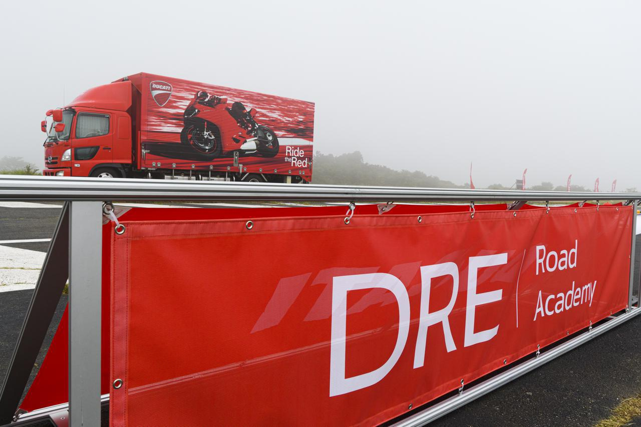 画像: ドゥカティが新たに取り組む「DRE Road Academy」とは?