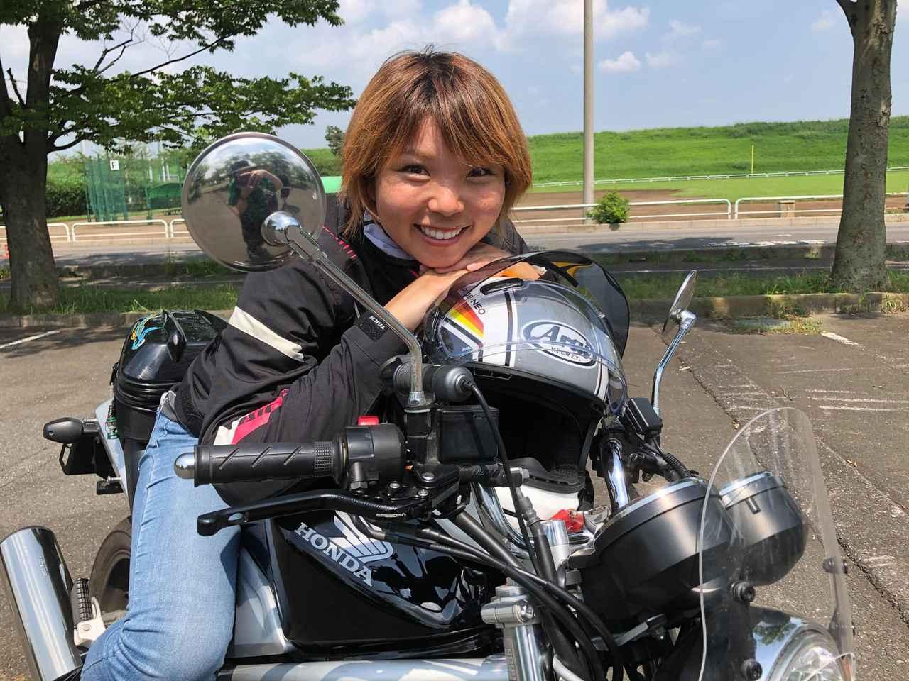 画像: 岸田 彩美(きしだ あやみ) バイクタレント、司会、ライター。『週刊バイクTV』にアシスタントとして約3年間出演。二輪車安全運転指導員資格を持ち、現在はスペイン・バレンシアに留学中。
