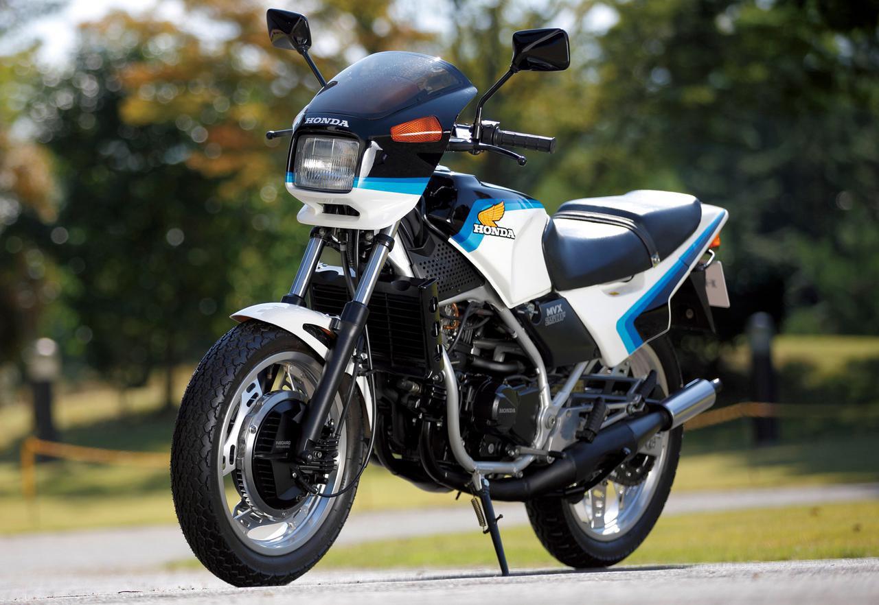画像: Honda MVX250F 1983 総排気量:249cc エンジン形式:空冷2ストピストンリードバルブV型3気筒 乾燥重量:138kg 当時価格:42万8000円