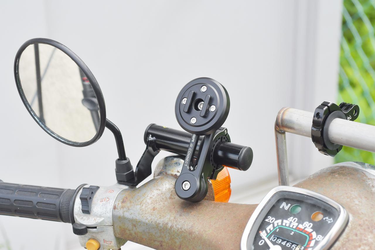 画像: SPコネクトを左ミラー側に装着。