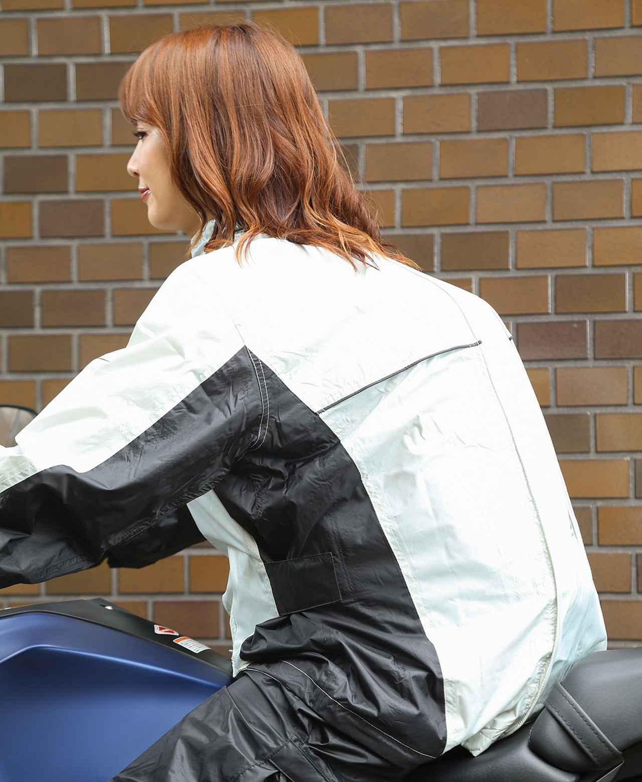 画像: リュックを背負ったまま着用できるよう開発されたレインウェアがかなり便利だった! - webオートバイ
