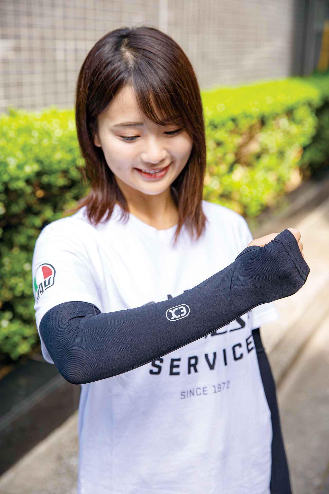 画像: レディースサイズは親指を通すサムホール付きで、手の甲までしっかりカバーする。右腕の「K3」ロゴは反射素材を採用。