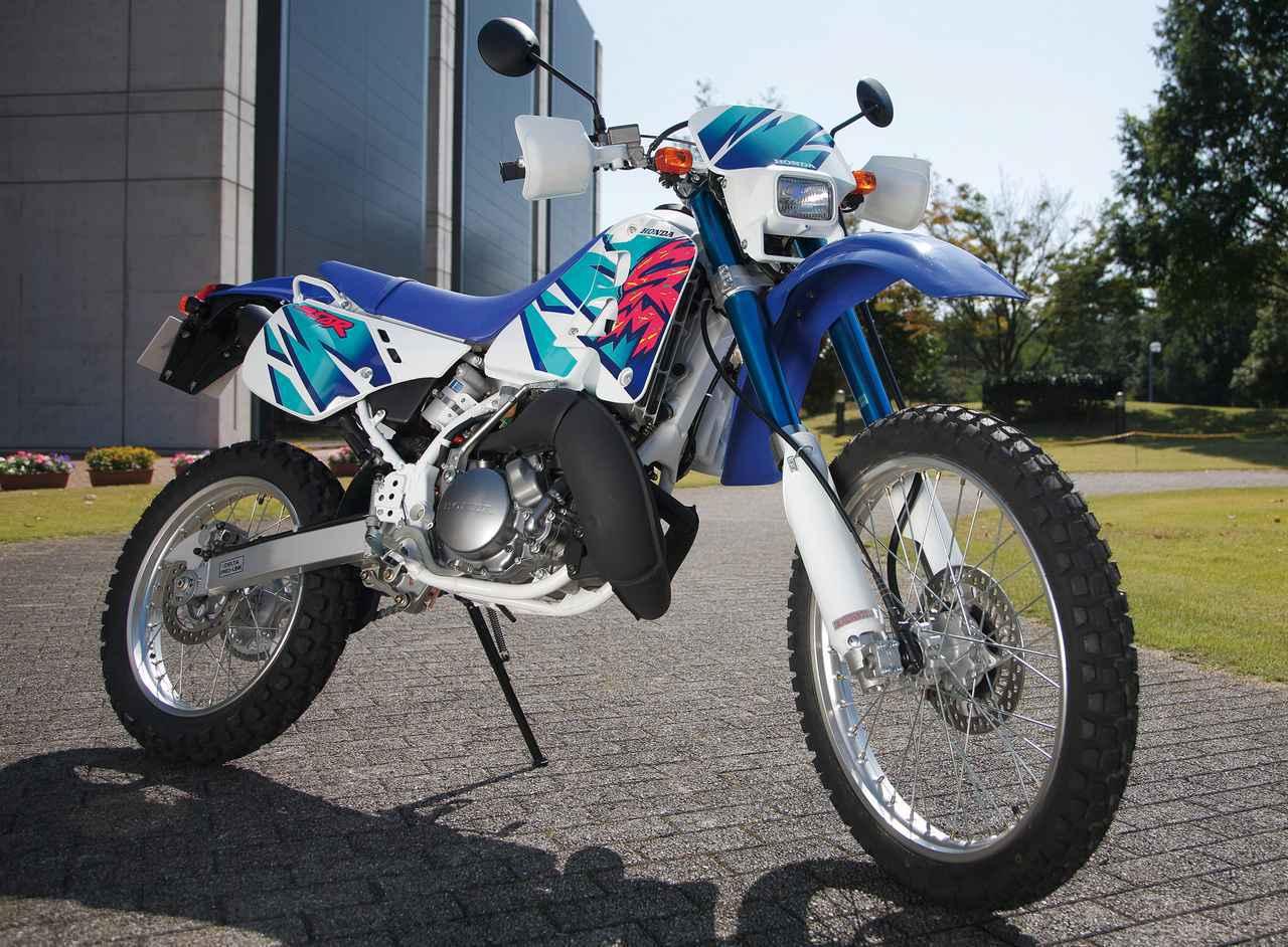 画像: Honda CRM250R 1989 総排気量:246cc エンジン形式:水冷2ストクランクケースリードバルブ単気筒 車両重量:127kg 当時価格:44万9000円