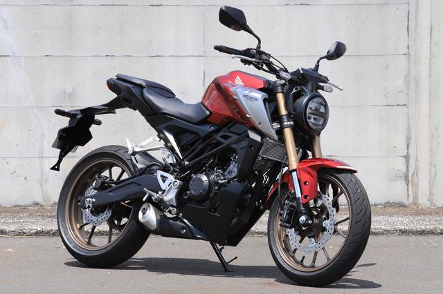画像: Honda CB125R 2021年モデル 総排気量:124cc エンジン形式:水冷4ストDOHC4バルブ単気筒 最高出力:11kW(15PS)/10,000rpm 最大トルク:12N・m(1.2kgf・m)/8,000rpm シート高:815mm 車両重量:130kg 発売日:2021年4月22日 税込価格:47万3000円