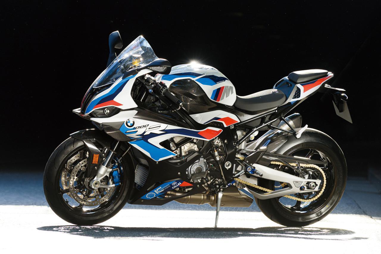 画像: BMW M1000RR 総排気量:999cc エンジン形式:水冷4ストDOHC4バルブ並列4気筒 シート高:832mm 車両重量:192kg 税込価格:378万3000円~