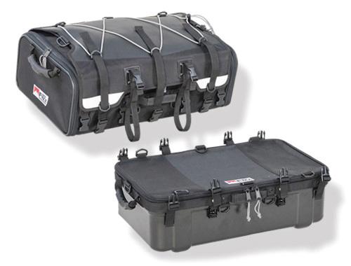 画像: グランドシートバッグ 税込価格5万2800円 完全独立2バッグ+防水ハードポリカーボネート構造 [容量] 70L(上部40L+下部30L) [サイズ] 上部+下部:H390×W600×D350(mm) 上部:H200×W600×D350(mm) 下部: H190×W600×D350(mm) [最大収納重量] 14kg [付属品] 固定ベルト(×4)、レインカバー、ホルダーベルト(×2)、ボトムベース、クイック固定ベルト(×4)、ベルト止めストッパー(×5)セフティベルト