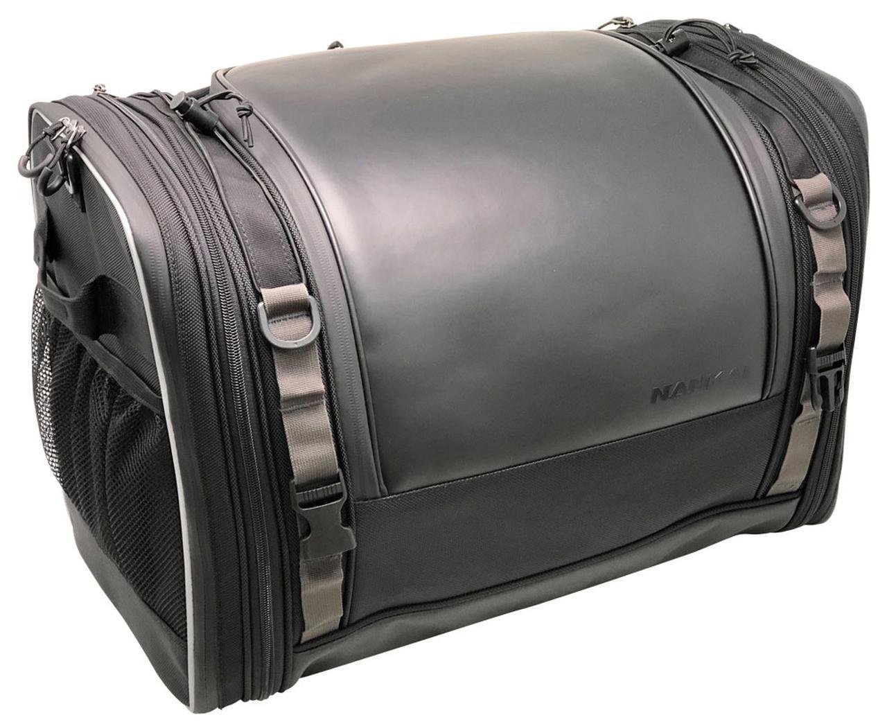 画像: サイドファスナーを開けば、積載量は15Lもアップする。