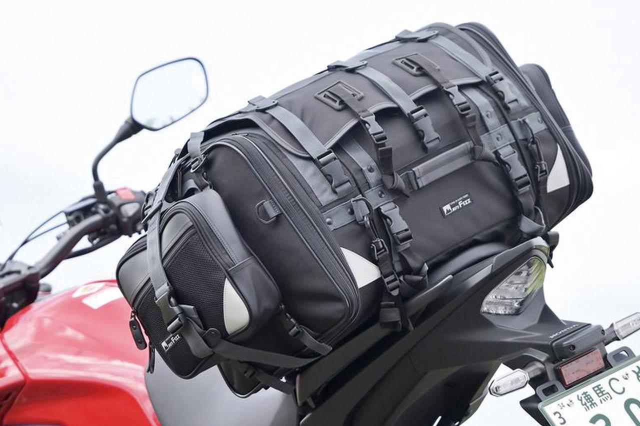 画像: キャンプツーリング用のバッグとして、もっとも有名な製品といえるかもしれない。「キャンピングシートバッグ2」は、長年に渡り旅ライダーを支え続けている。