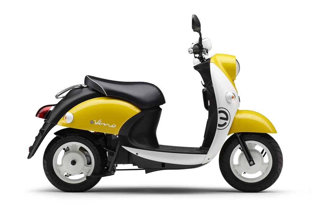 画像: E-Vinoの、ビビッドイエローソリッド2 (イエロー/ホワイト)。ツートーンで明るいイメージの新色です。 www.yamaha-motor.co.jp