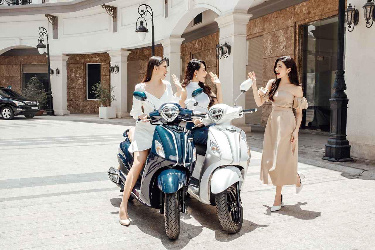 画像: こちらはベトナム向けモデル。現行機種はグランデ ブルーコア ハイブリッドという名になっており、スタンダード、スペシャル、リミテッドの3バージョンが展開されています。 yamaha-motor.com.vn