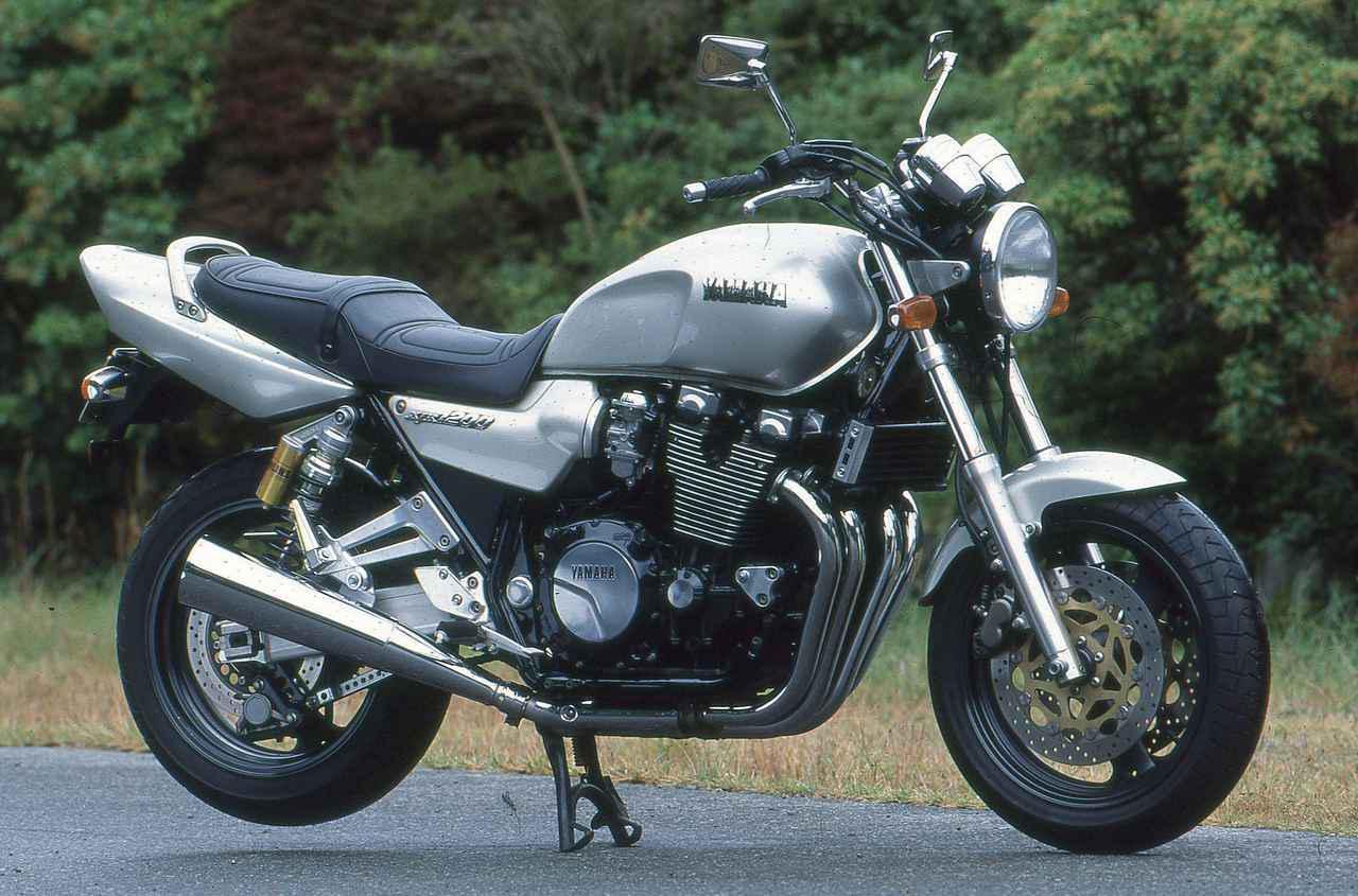 画像: YAMAHA XJR1200 1994 総排気量:1188cc エンジン形式:空冷4ストDOHC4バルブ並列4気筒 車両重量:255kg 当時価格:89万9000円
