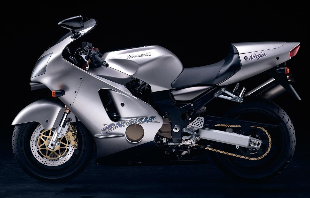 画像: Kawasaki Ninja ZX-12R 2000 総排気量:1199cc エンジン形式:水冷4ストDOHC4バルブ並列4気筒 乾燥重量:210kg 輸出モデル(当時)