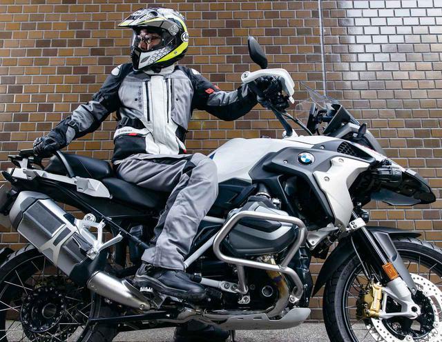 画像: 【夏でも着られるアドベンチャーウエア】GORE-TEXとベンチレーションの組み合わせで、寒暖差の大きいツーリングにも対応 - webオートバイ