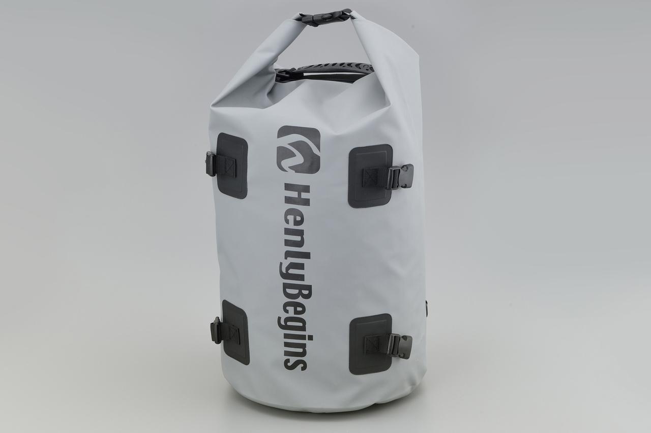 画像2: お手頃価格の防水バッグパックとシートバッグがヘンリービギンズから登場! バイクで使うのにちょうどいいサイズ感と容量が魅力