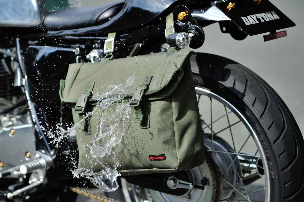 画像: ヘンリービギンズの「サドルバッグMIL」に防水タイプが新登場! - webオートバイ