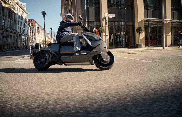 画像: ロー&ロングなCE 04は、超ロングホイールベースなので、ゆったりとした乗り心地を楽しめると思います。 www.bmw-motorrad.com