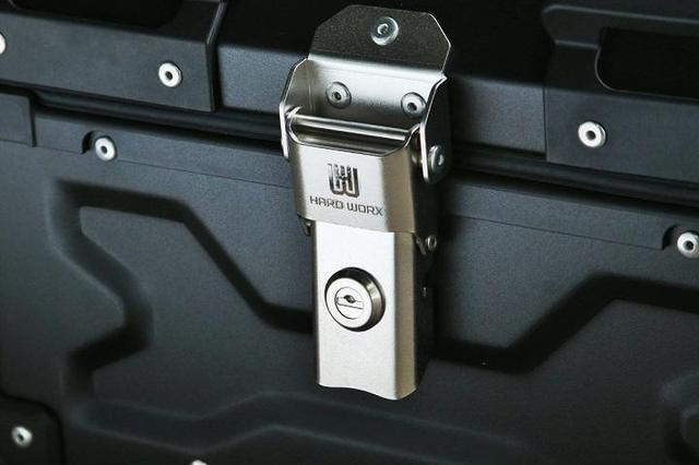 画像: 盗難防止のための鍵。鍵は各製品に2本ずつ付属する。
