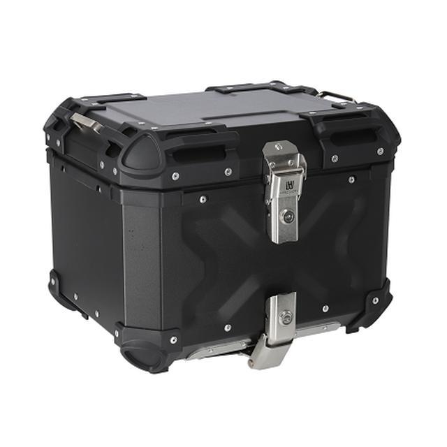 画像: HARD WORX トップケース HX45 45L 税込価格:3万3000円 カラー:シルバー、ブラック 容量:45L 外寸:410×330×305mm 内寸:407×327×302mm 重量:7.0kg(ベースプレート1.5kg+本体5.5kg) 付属品:六角ボルト(短)×4本、六角ボルト(長)×4本、ワッシャー×4枚、ナット×4個、鍵×2本、プレート×4枚、ベースプレート×1枚、取扱説明書 ※取り付けの際は4mmの六角レンチが必要です。 ※初期ロットのみリフレクターが貼ってあります。