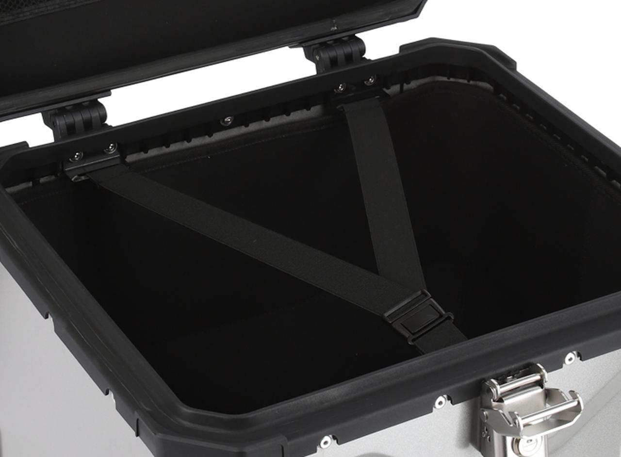 画像: 荷物を固定する内ベルト。