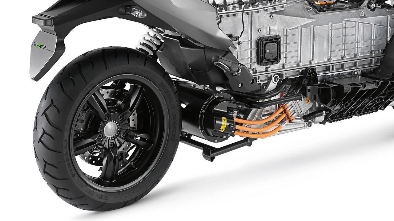 画像: 液冷式電気モーターの定格出力は19kW。最高速度は電子制御リミッターにより、129km/hにおさえられています。 www.bmw-motorrad.jp