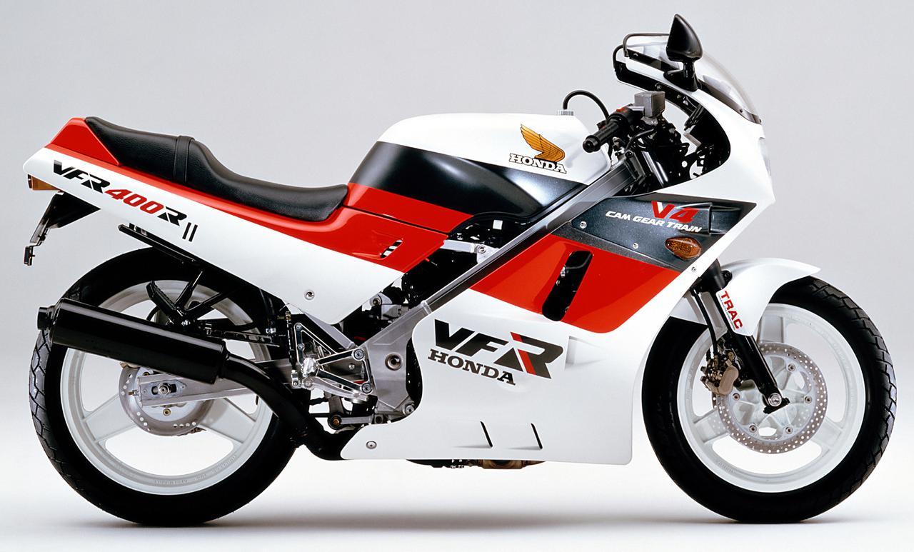 画像: Honda VFR400R 1986年登場 総排気量:399cc エンジン形式:水冷4ストDOHC4バルブV型4気筒 車両重量:182kg 当時価格:65万9000円