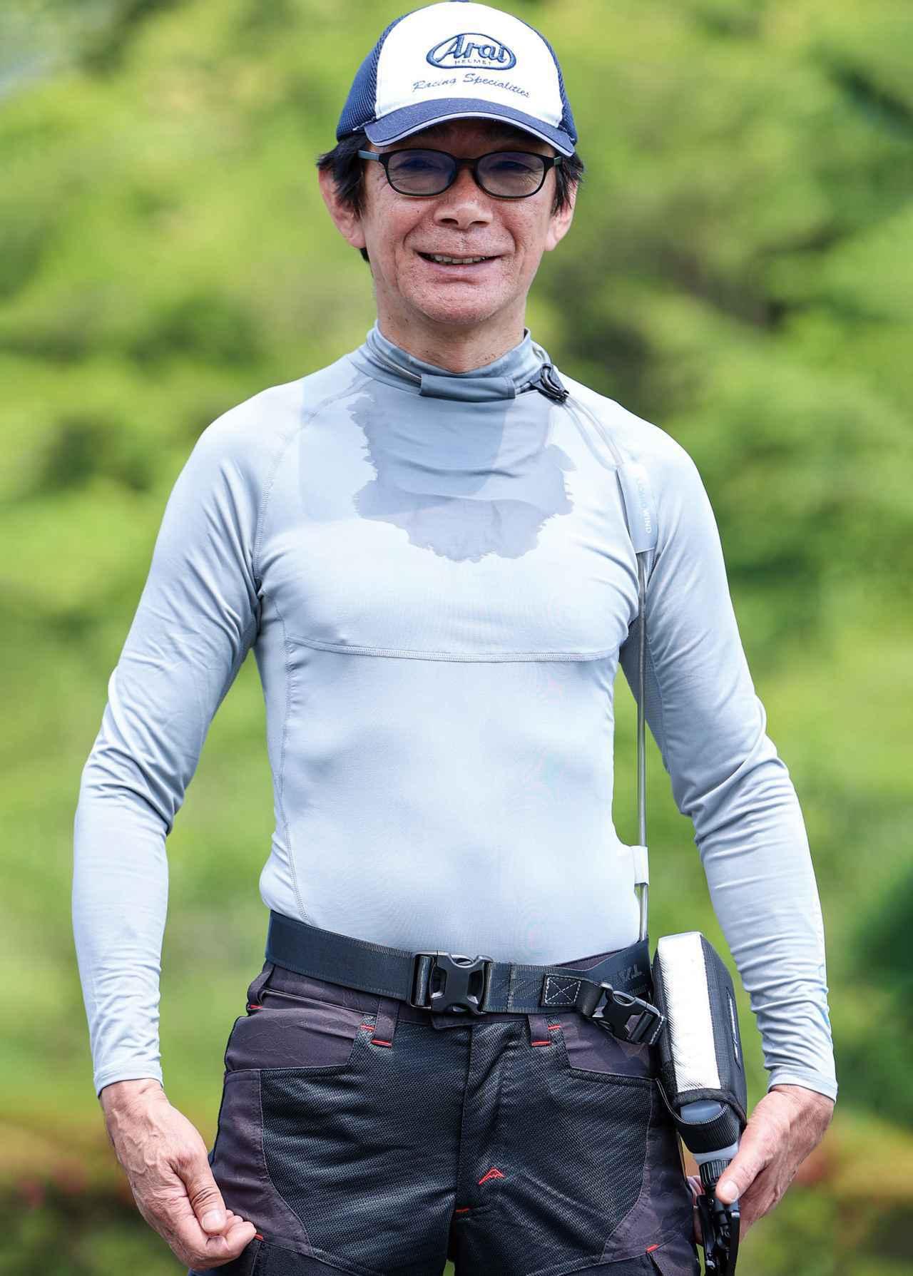 画像: 専用アンダーシャツは胸部の生地を二重にすることで保水力を高め、冷感を持続させる。実走行テストではこの程度濡れているだけで充分な効果が得られた。