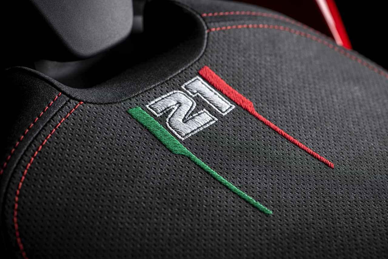 画像6: ドゥカティ「パニガーレV2 ベイリス1stチャンピオンシップ20周年記念モデル」の特徴