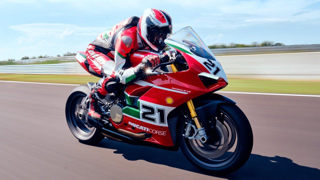 画像: 【公式動画】New Ducati Panigale V2 Bayliss 1st Championship 20th Anniversary | Born to Celebrate www.youtube.com