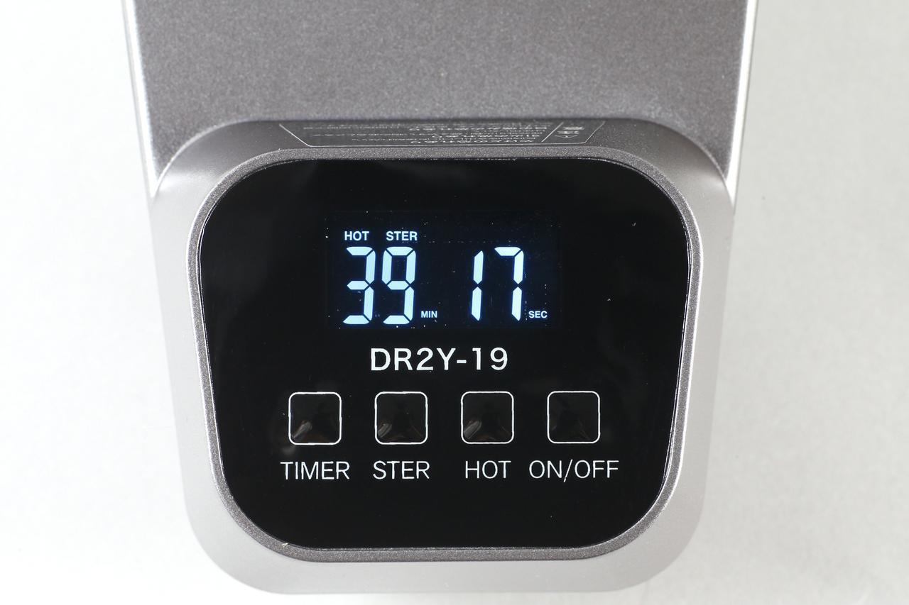 画像: タイマーは最大90分まで10分単位で設定可能。「STER」は滅菌用紫外線LEDのオン/オフ。「HOT」ボタンで温風と常温風の切り替えができる。