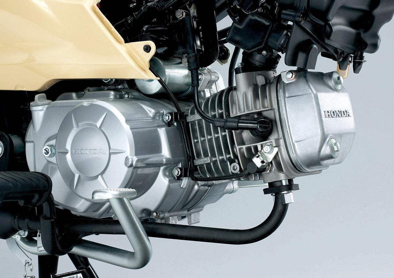 画像: 110ccユニット クロスカブとスーパーカブは吸排気系は同じだが、二次減速比が異なる。クロスカブのほうがダッシュが良く、スーパーカブのほうがハイギアードな設定だ。