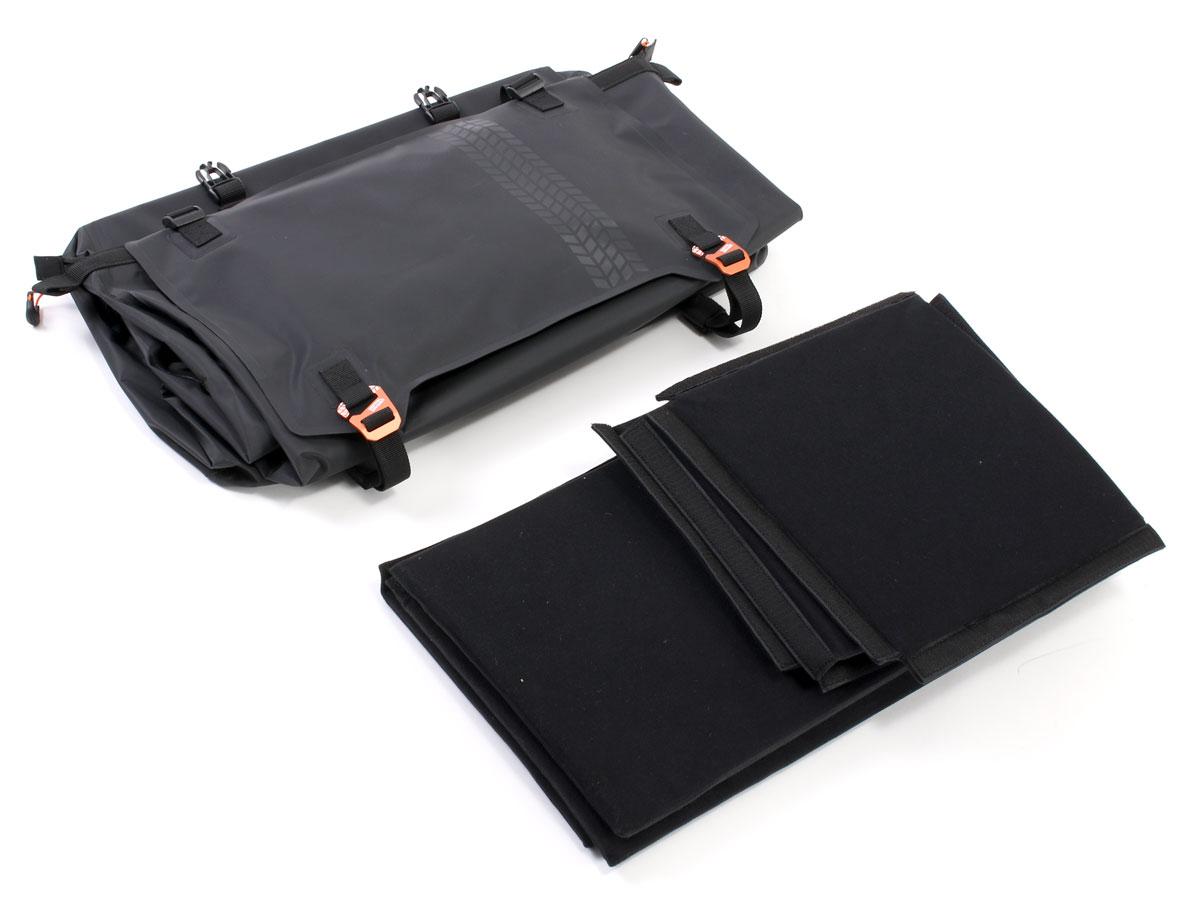 画像2: 大容量55Lの防水空間がロングツーリングをサポート! ドッペルギャンガーの新製品「ターポリンシートバッグ ツアー」
