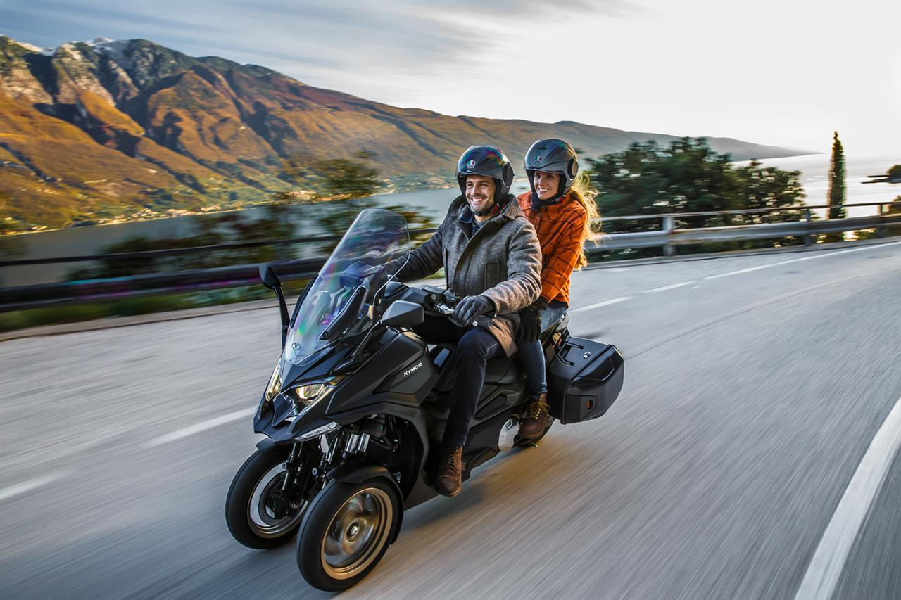 画像: キムコ初の三輪スクーター「CV3」|排気量は550cc、ロングツーリングも快適に楽しめる最新装備が満載 - webオートバイ