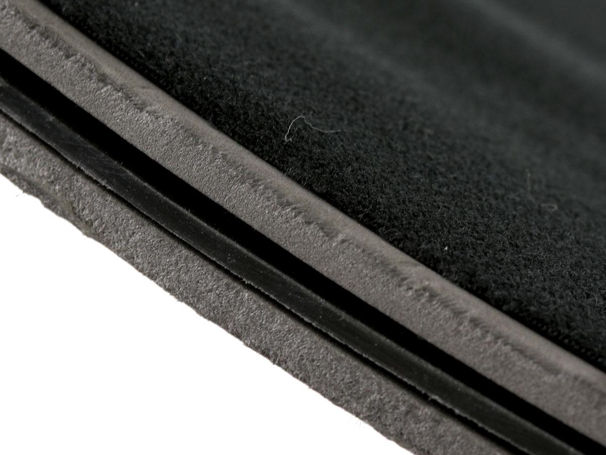 画像: インナーボックスはPEボードとEVAクッションで構成されており、ボックスの成形材としての強度とクッション性を持っています。(写真はインナーボックス断面)